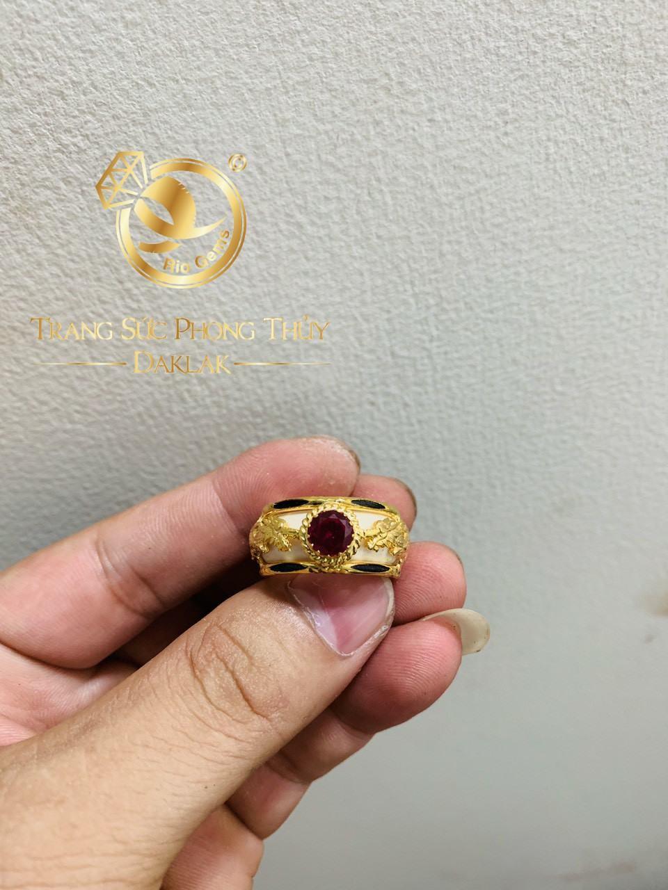 Nhẫn phong thủy Rồng Rồng vàng 18K chầu ngọc Cz
