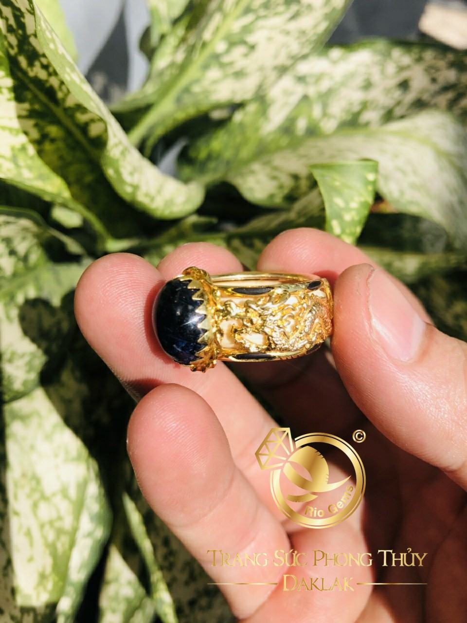 Nhẫn Rồng Rồng Sapphire luồng 2 sợi lông voi hợp phong thủy mệnh Thủy - Hỏa. Lông voi Bôn Đôn tại Riogems