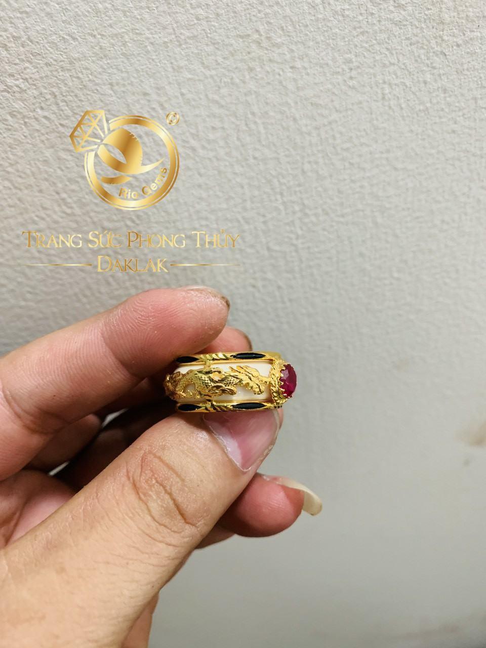 Nhẫn phong thủy Rồng Rồng vàng 18K chầu ngọc Cz trắng