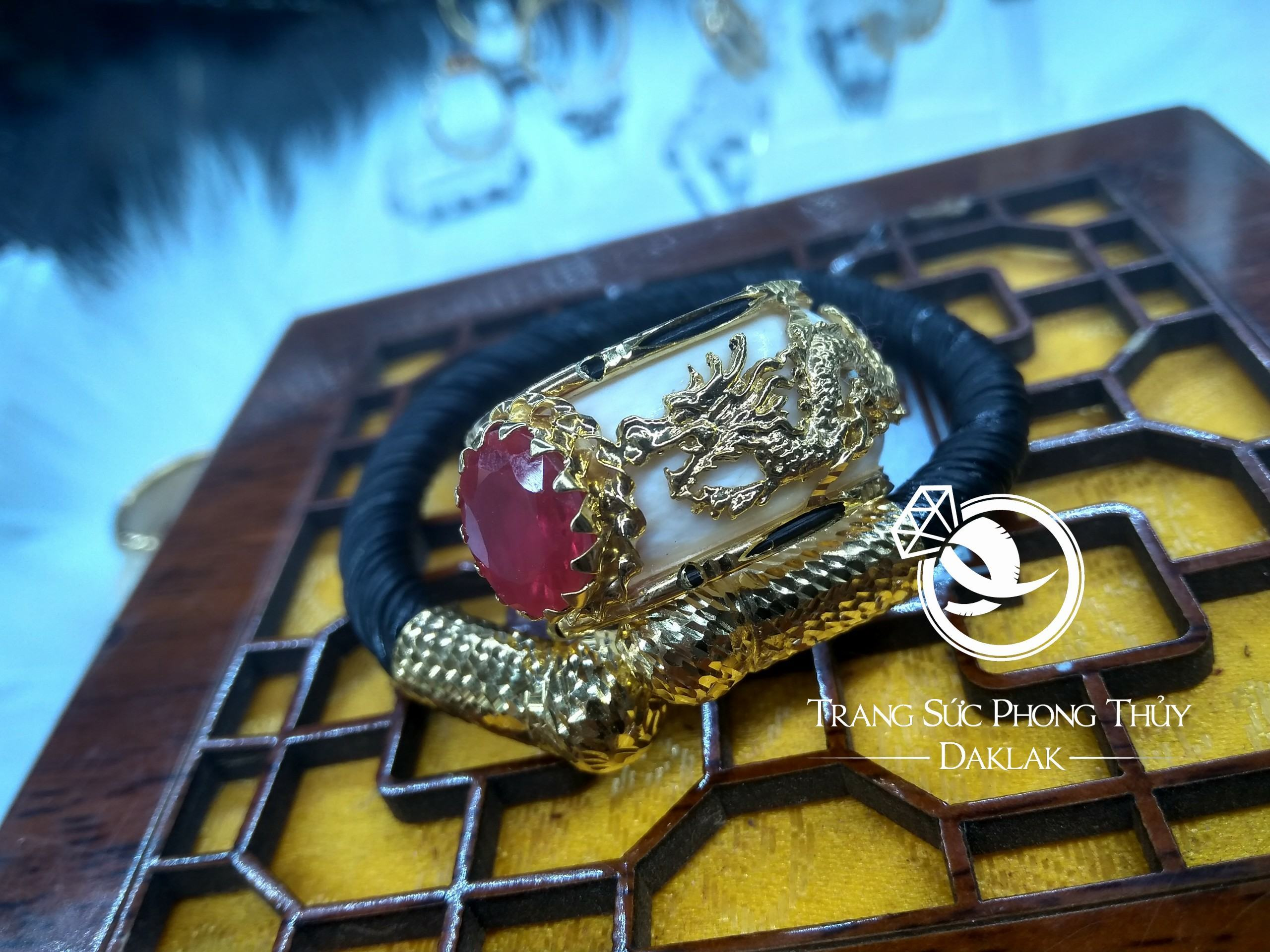 Nhẫn phong thủy chính hãng song long hột đỏ đẹp