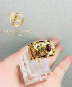 Nhẫn phong thủy tuổi DẬU vàng 18K đính đá Zircon giá trị