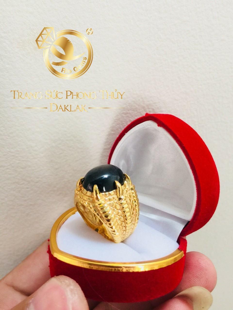 Nhẫn vuốt rồng vàng 18K đính SAPPHIRE đen