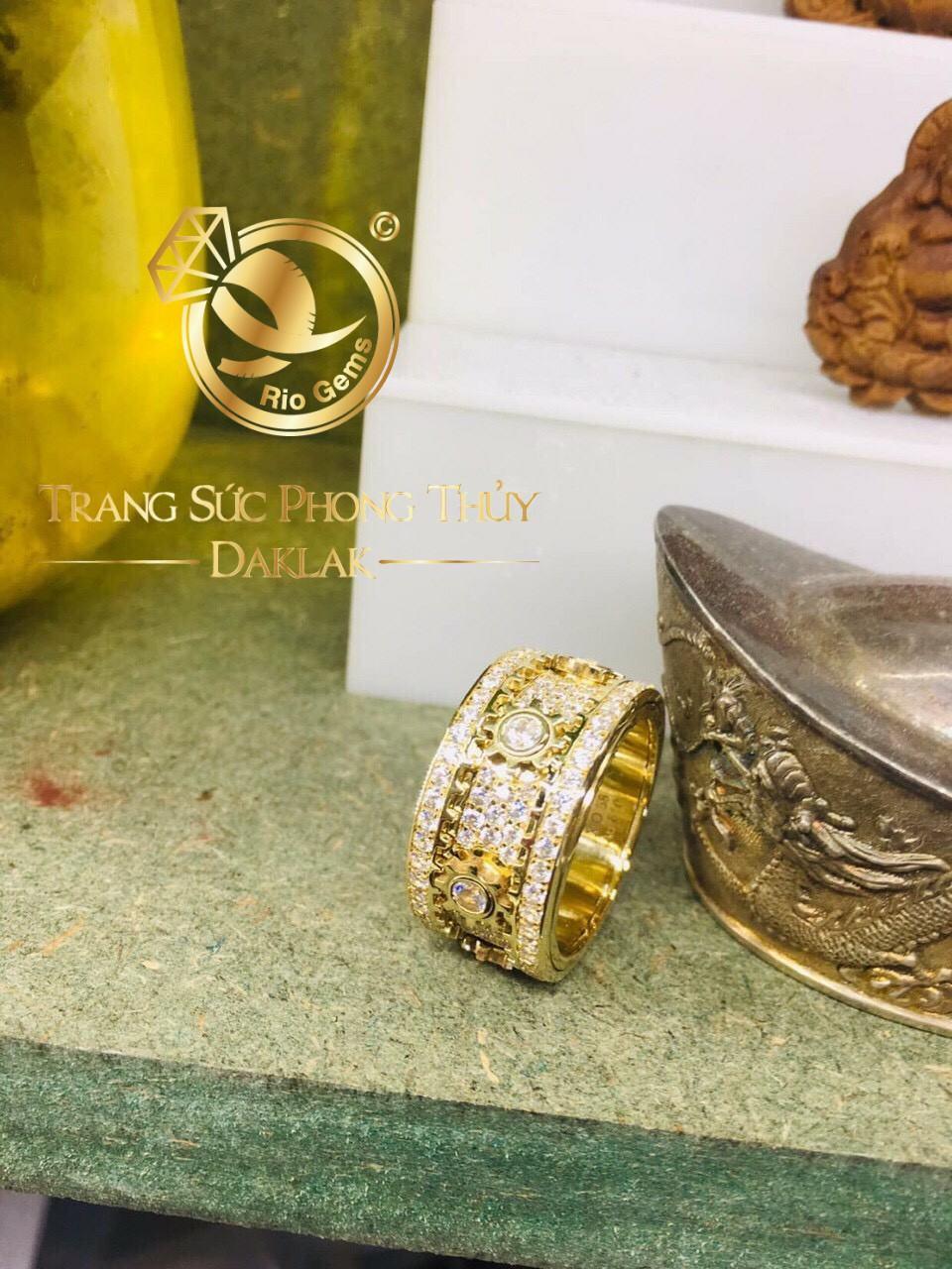 Nhẫn nữ phong thủy xoay đính đá đẹp