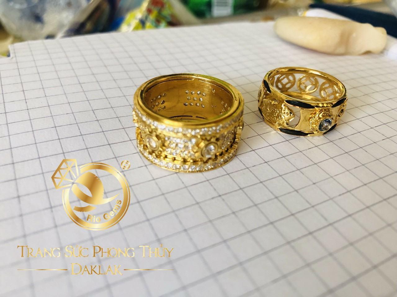 Nhẫn nữ phong thủy xoay đính đá hot nhất