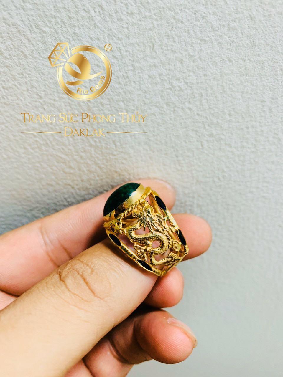 Nhẫn rồng rồng cuộn bay Sapphire xanh lá phong thủy