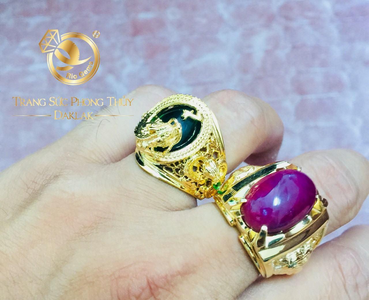 đeo nhẫn phong thủy ngón trỏ tay trái