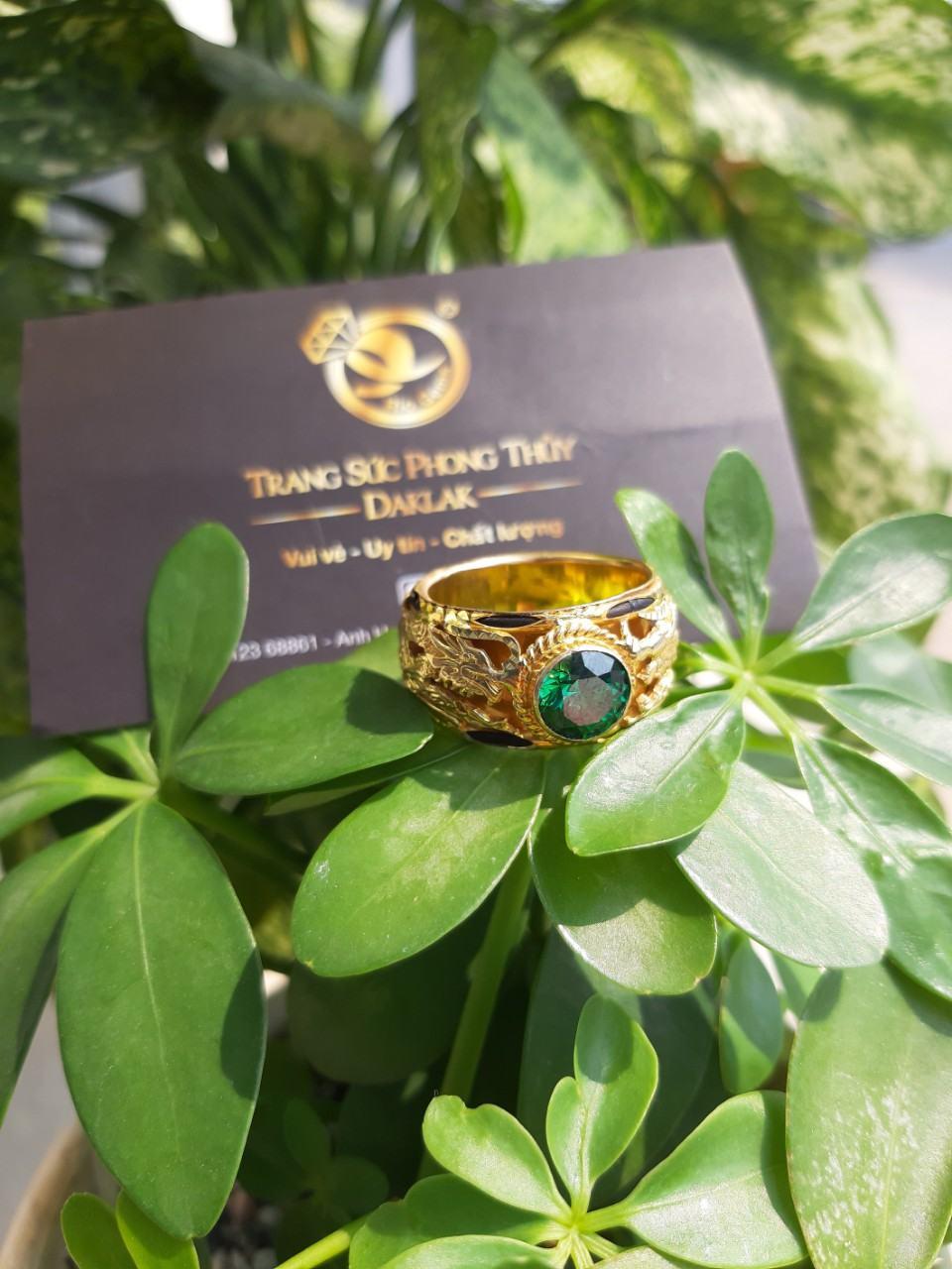 Nhẫn lông voi đính đá xanh lục song long mới