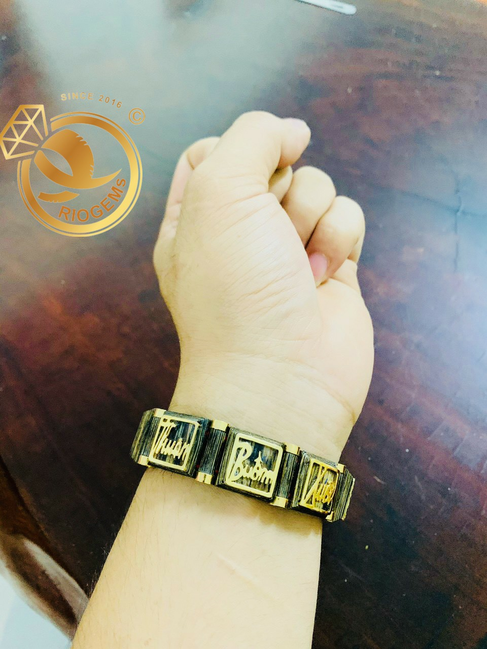 Vòng tay trầm hương bọc vàng