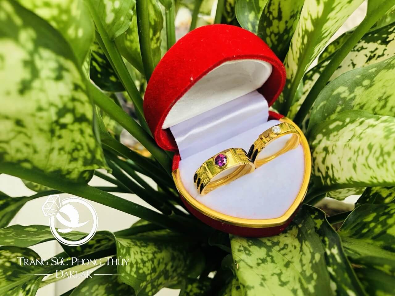 Cặp nhẫn đính đá Cz vàng phong thủy hợp mệnh