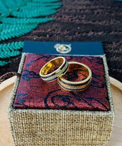 Cặp nhẫn hoa văn VÀNG 18K chạy 2 viền lông dành cho các cặp đôi