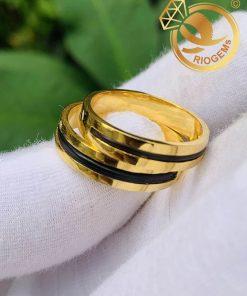 Cặp nhẫn vàng vuông đơn giản làm tay luồng 1 lông