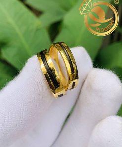 Cặp nhẫn vàng vuông đơn giản làm tay luồng 1 lông được nhiều cặp đôi yêu thích