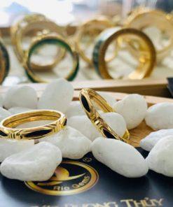 cặp nhẫn lông voi 1 sợi ống vàng 2 li được thiết kế đơn giản