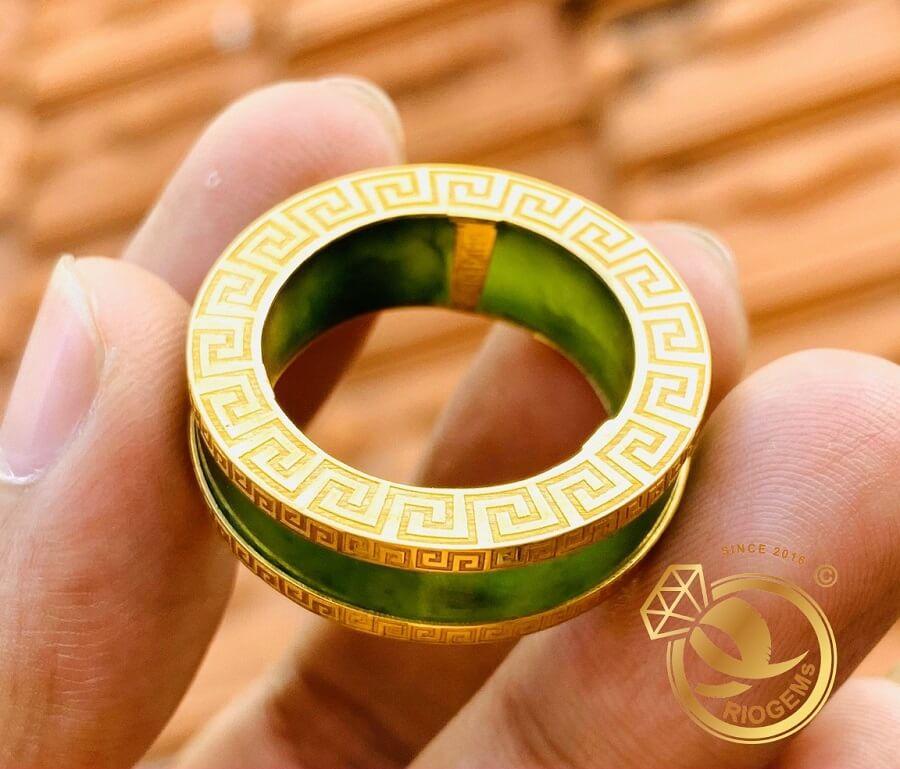 Cặp nhẫn Ngọc Bích 2 viền VÀNG 18K Hoa Văn giá trị