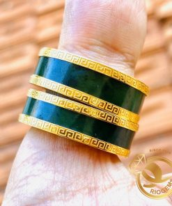 Cặp nhẫn Ngọc Bích 2 viền vàng Hoa Văn có thiết kế độc đáo