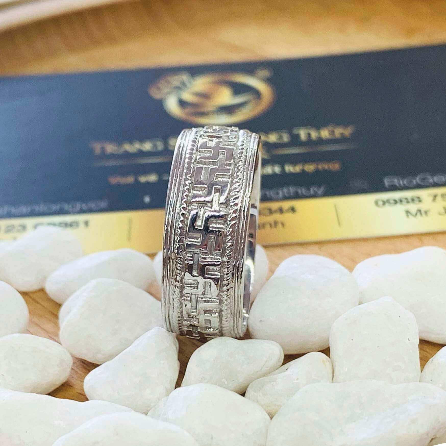NHẪN chữ Vạn NỔI vàng trắng 18K đính Citrine phong thủy