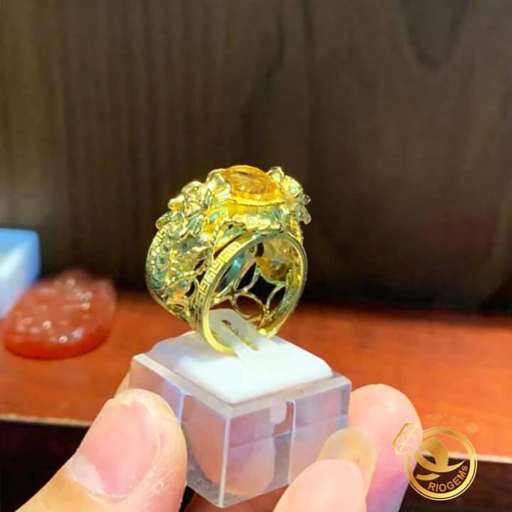 Nhẫn 2 tỳ hưu vàng chầu ngọc Thạch anh vàng được thiết kế bởi Riogems