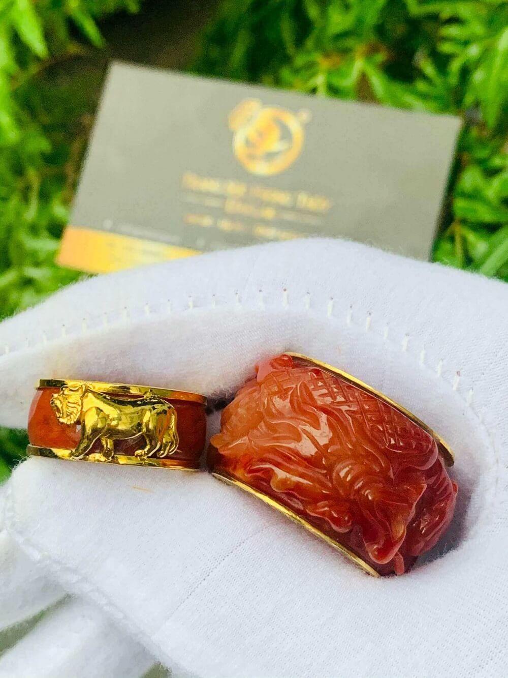 Nhẫn Cẩm Thạch Huyết bọc RỒNG CỌP vàng 18K đẹp mắt