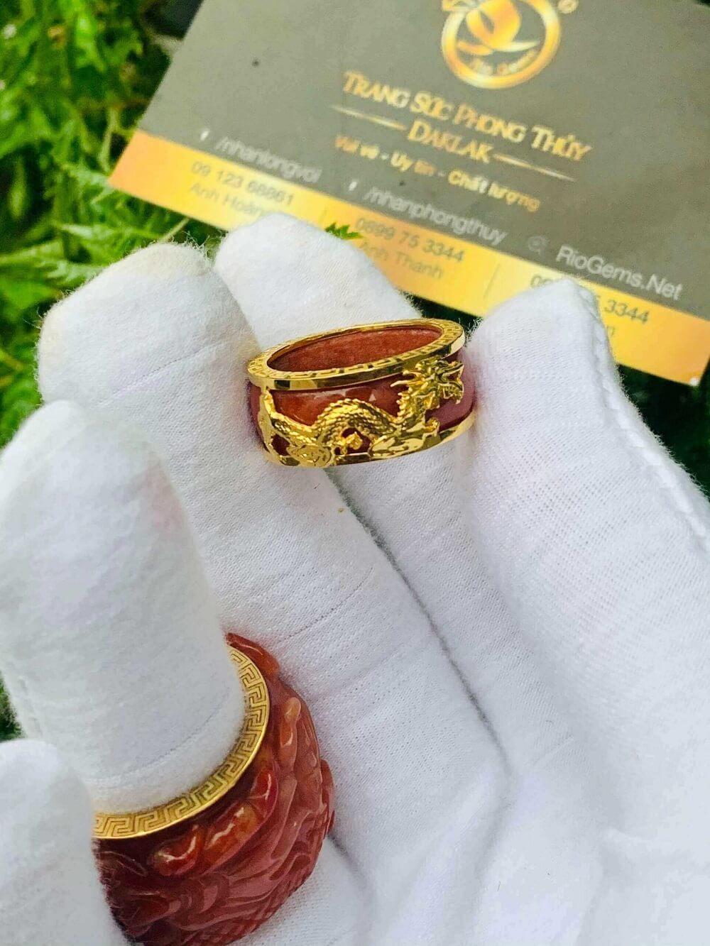 Nhẫn Cẩm Thạch Huyết bọc RỒNG CỌP vàng 18K gia công bởi riogems