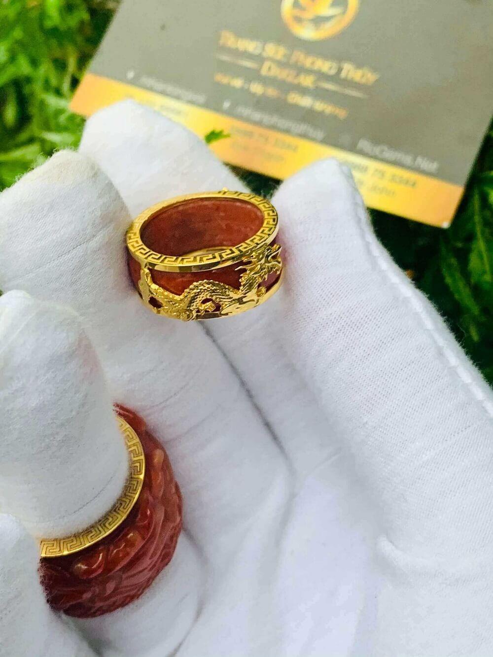Nhẫn Cẩm Thạch Huyết bọc RỒNG CỌP vàng 18K hàng loại tốt