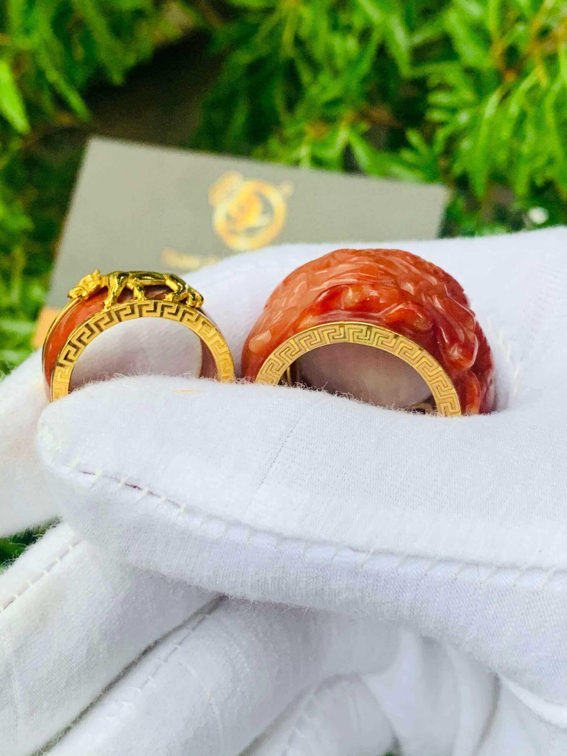 Nhẫn Cẩm Thạch Huyết bọc RỒNG CỌP vàng chất lượng