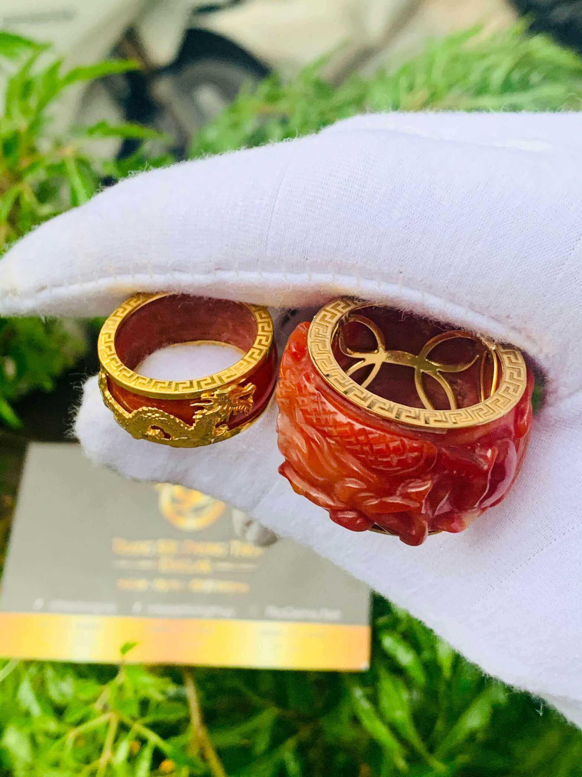 Nhẫn Cẩm Thạch Huyết bọc RỒNG CỌP vàng đem lại tài lộc