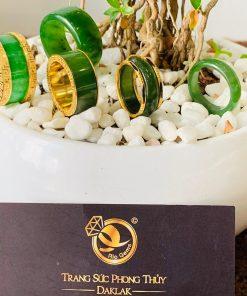 Nhẫn Cẩm Thạch xanh 4 viền hoa văn sang trọng