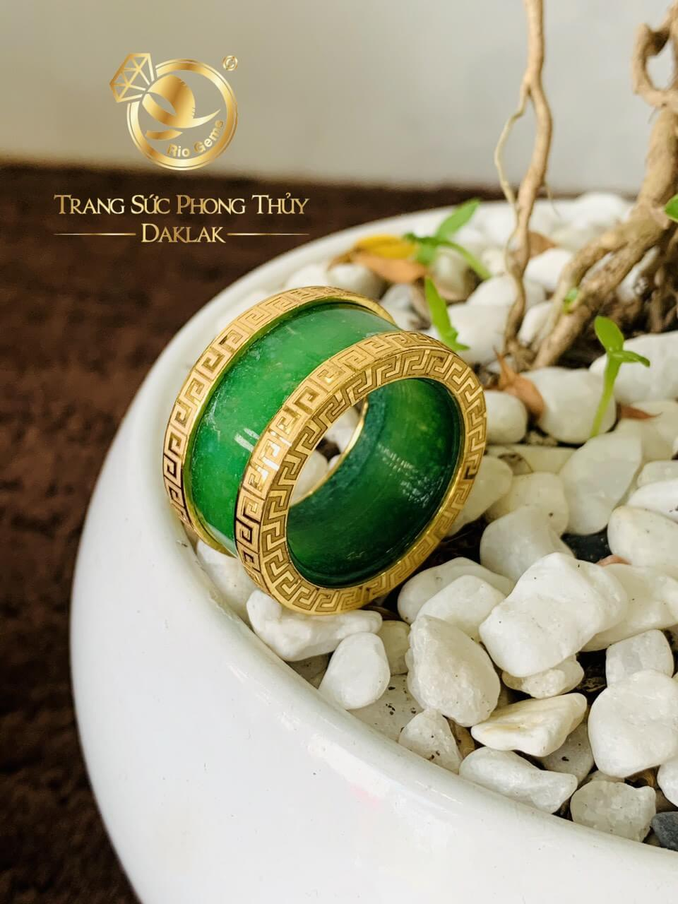 Nhẫn Cẩm Thạch xanh là món trang sức không thể thiếu