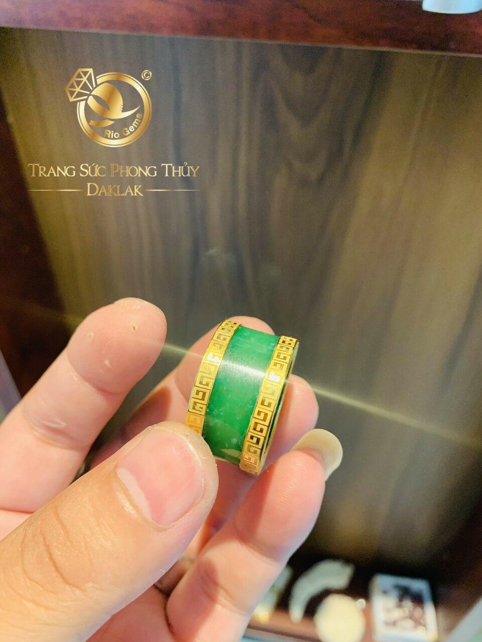 Nhẫn Càn Long Agate 2 viền hoa văn vàng phong thủy