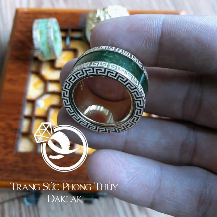 Nhẫn Càn Long Ngọc Bích gia công tinh xảo tại RIOGEMs