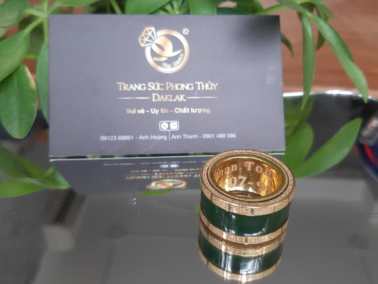 Nhẫn Càn Long Ngọc Bích khắc tên đẹp