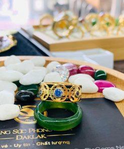 Nhẫn ĐỒNG TIỀN đính đá Cz xanh dương hợp mệnh Thủy - Mộc gia công thiết kế bởi Riogems