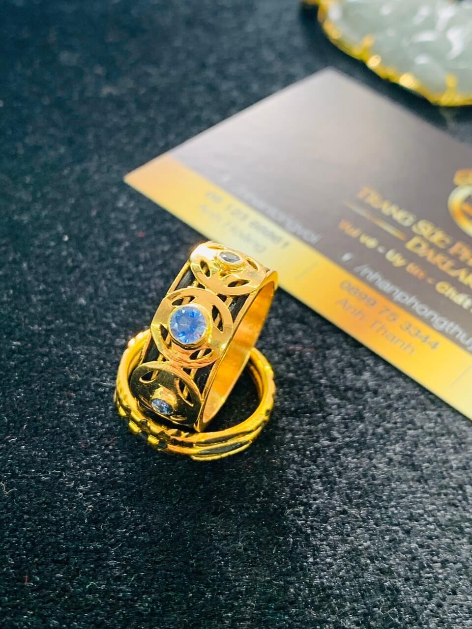 Nhẫn ĐỒNG TIỀN đính đá Cz xanh dương hợp mệnh Thủy - Mộc của Riogems