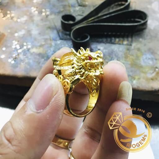 Nhẫn Long Quy Thạch Anh Tóc Vàng Mini bảo hành trọn đời tại RIOGEMs