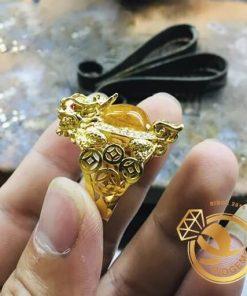 Nhẫn Long Quy Thạch Anh Tóc Vàng Mini có kiểu dáng mạnh mẽ