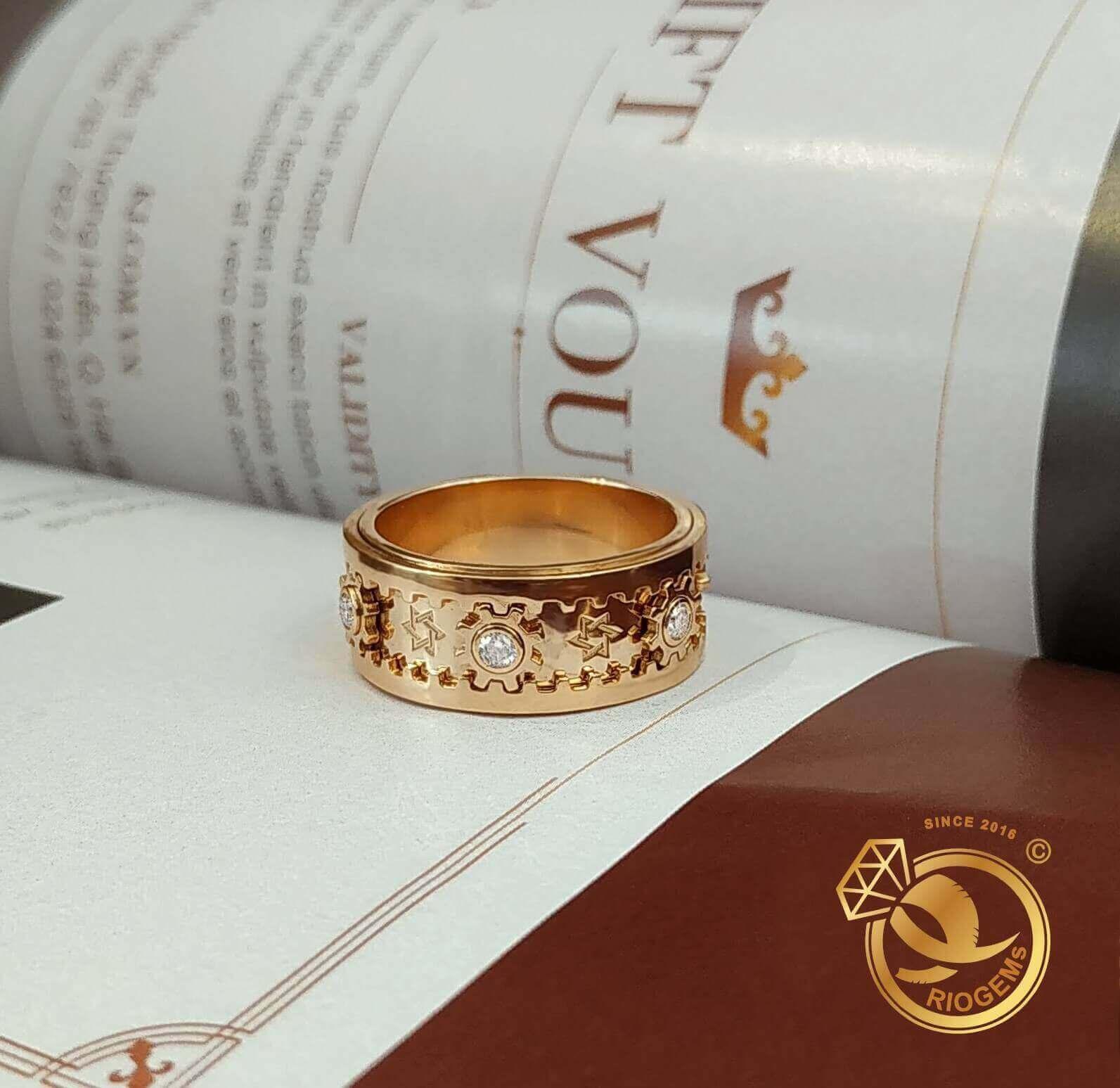 Nhẫn bánh răng xoay mang đến tài lộc