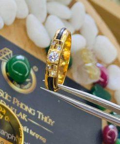 Nhẫn cặp đính 5 viên kim cương đắt tiền