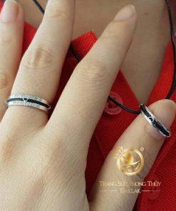 Nhẫn cặp hình trái tim vàng trắng luồng 1 sợi lông voi được thiết kế tại RIOGEMs