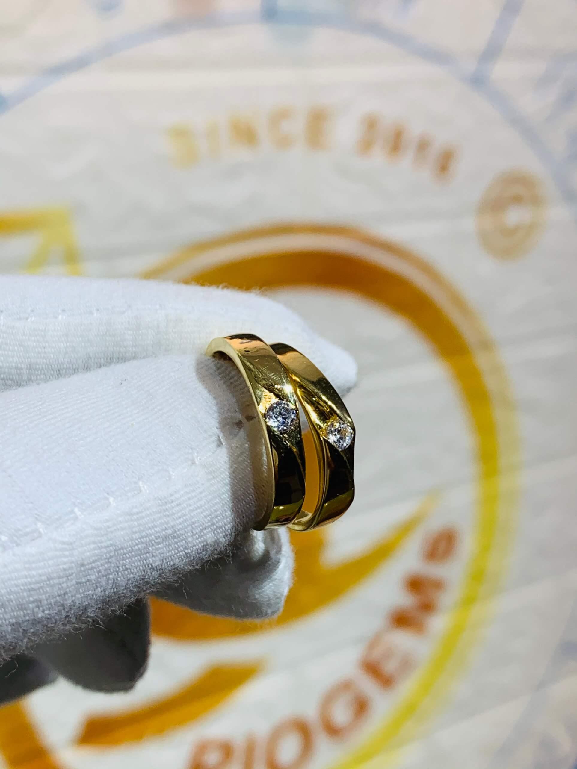Nhẫn cưới nửa trái tim vàng 18K