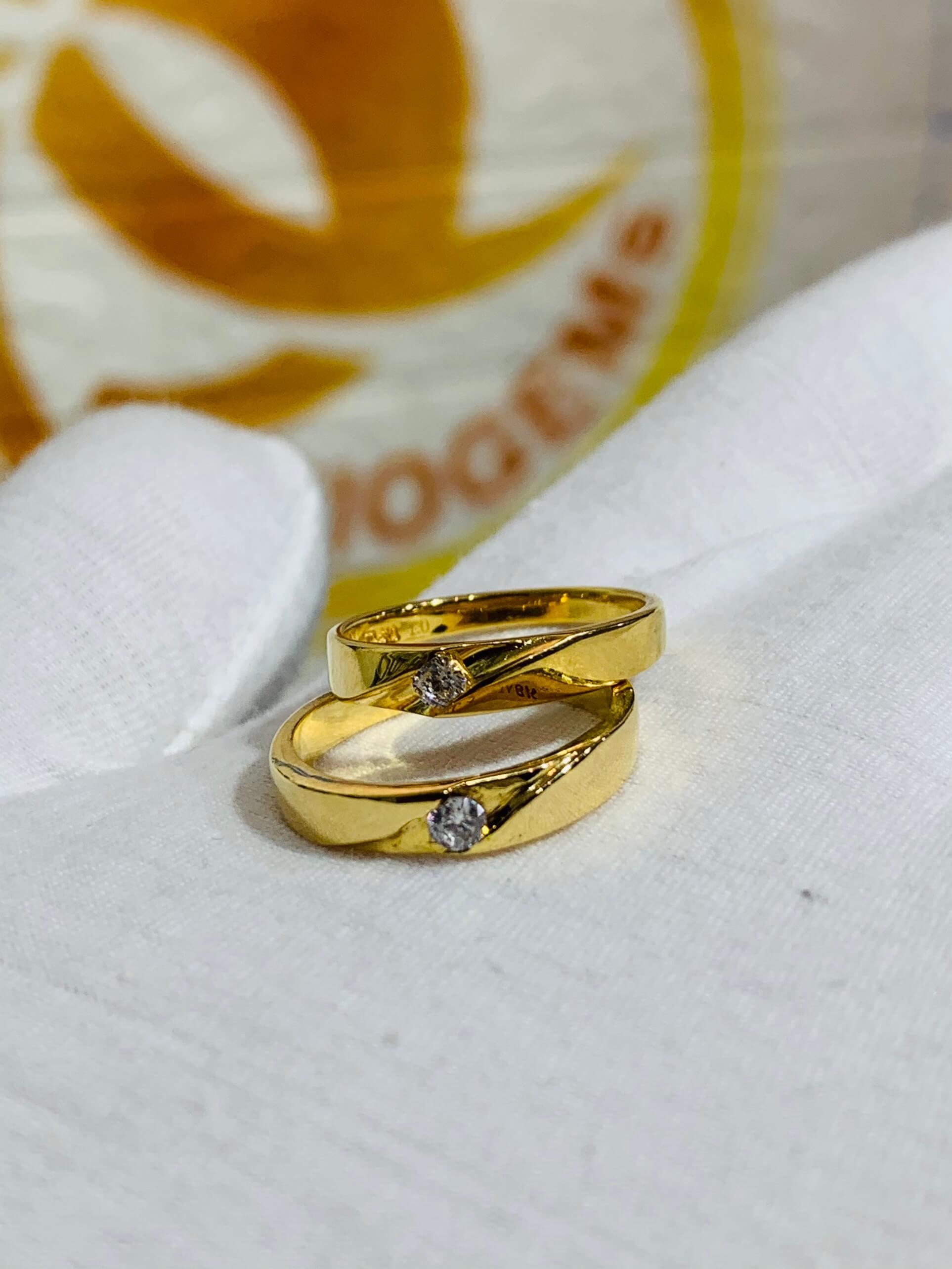 Nhẫn cưới nửa trái tim vàng 18K đơn giản
