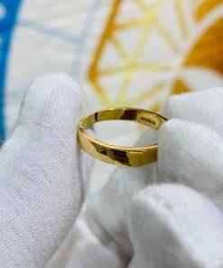 Nhẫn cưới nửa trái tim vàng 18K mang ý nghĩa lớn