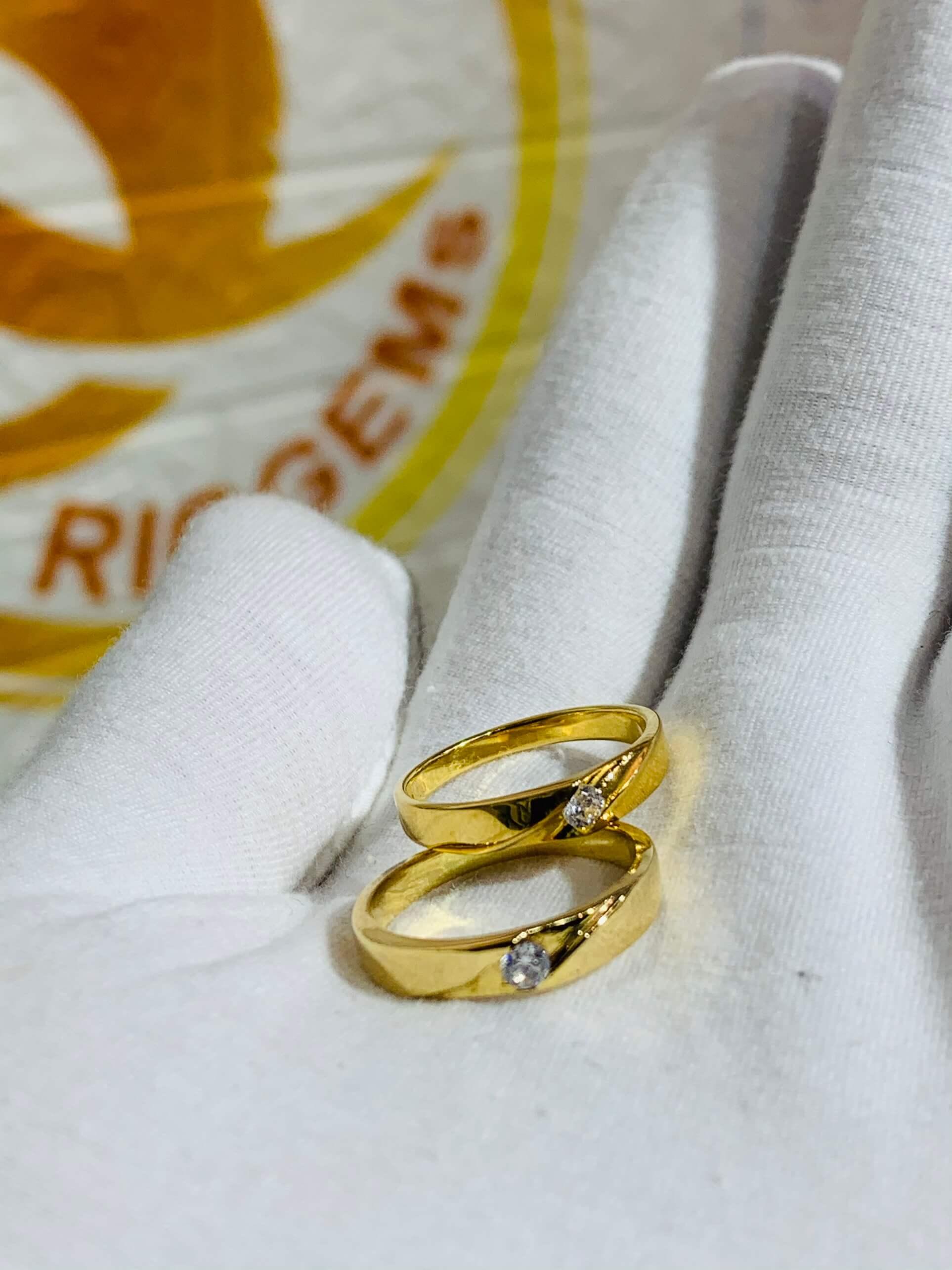 Nhẫn cưới nửa trái tim vàng 18K khắc tên free