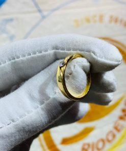 Nhẫn cưới nửa trái tim vàng 18K có tạo hình đẹp mắt