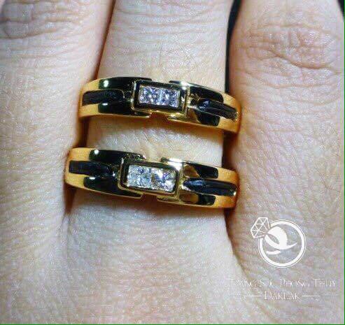 nhẫn cưới phong thủy đính đá trắng vàng Ý đơn giản