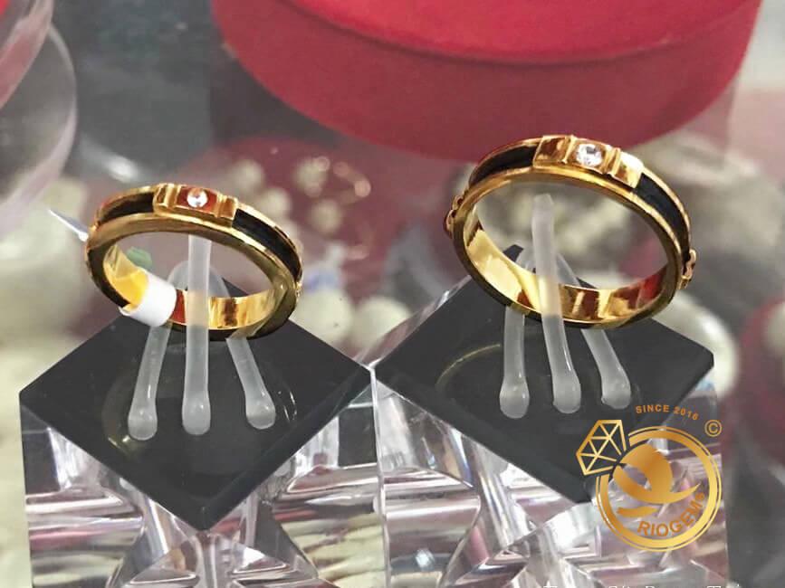 Nhẫn cưới phong thủy đính đá Cz trắng vàng 18K luồng 1 lông FAKE sang trọng