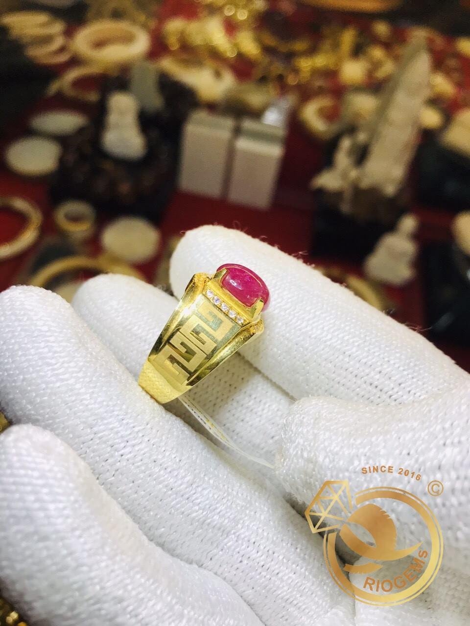Nhẫn hoa văn vàng đang là món trang sức được phái mạnh ưa chuộng