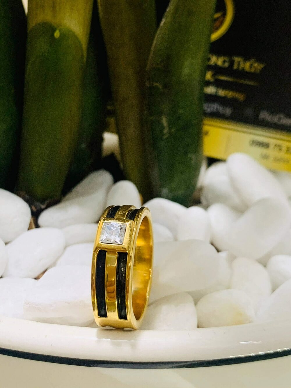 Nhẫn vàng nam mặt đá vuông trắng luồng 2 lông voi FAKE giá tốt