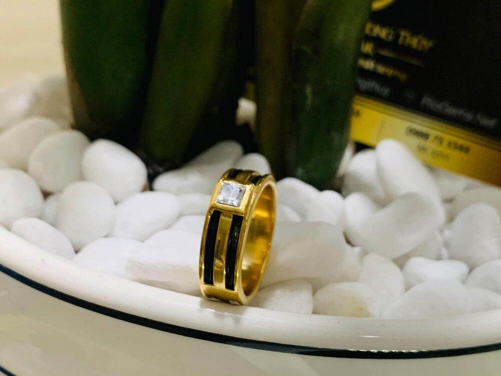 Nhẫn vàng nam mặt đá vuông trắng luồng 2 lông voi FAKE giá trị