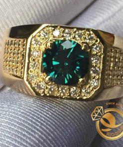 nhan-nam-vang-dinh-ngoc-luc-bao-Emerald 6li-tron-Riogems