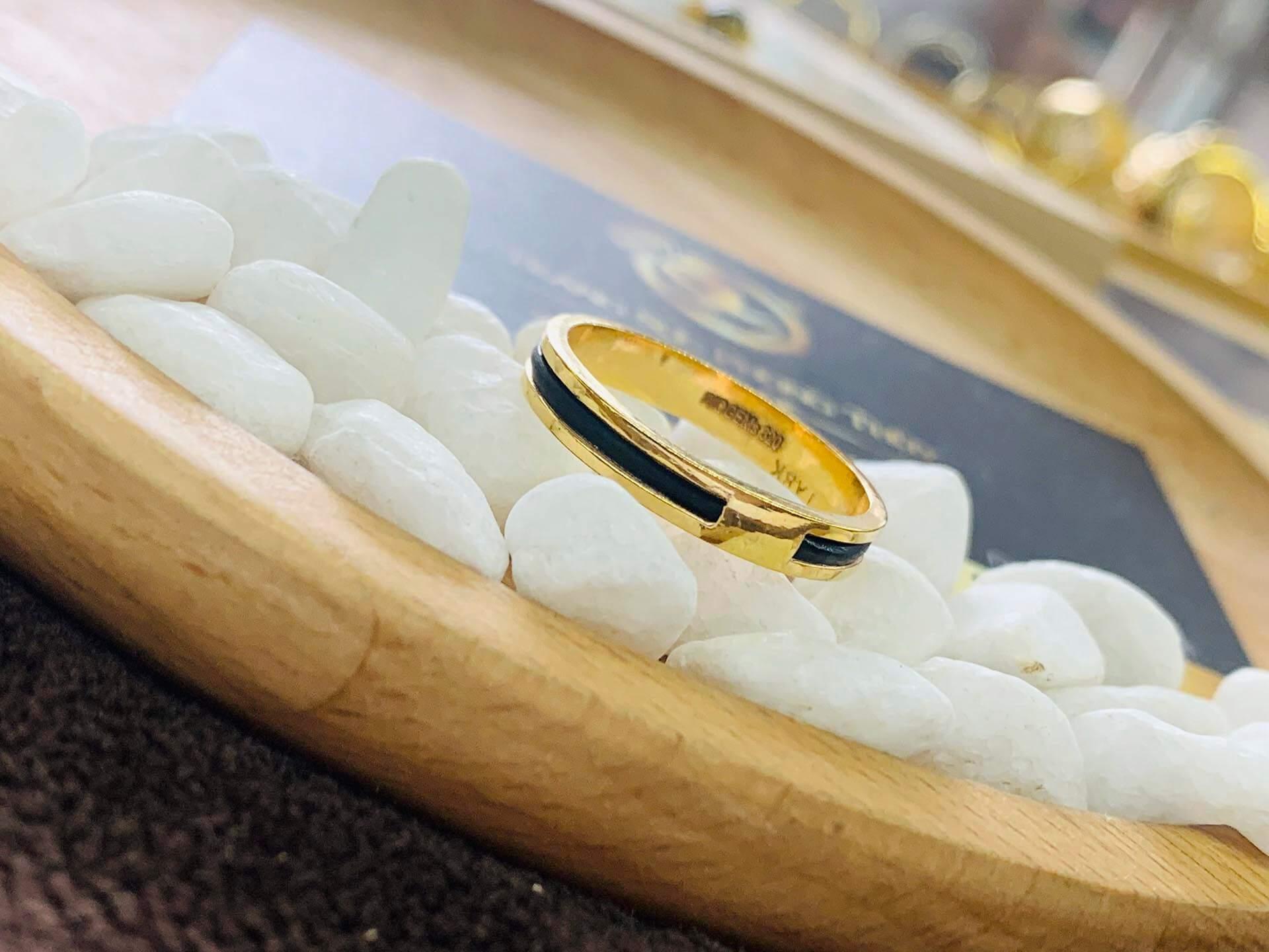 Nhẫn nữ vàng đeo ngón trỏ luồng 1 sợi lông voi thiết kế tinh tế